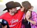 Ashton Kutcher hạnh phúc bên bạn gái mang bầu