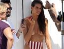 Siêu mẫu Brazil bán nude trên biển