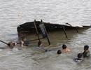 Sạt lở nghiêm trọng, nhà dân bị kéo tuột xuống sông