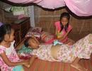 Hai đứa trẻ thơ gồng gánh chăm mẹ mắc bệnh hiểm nghèo