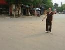 Giám đốc hành hung và bắt người dân phải quỳ lạy giữa đường