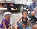 """Vụ """"quan tài diễu phố"""": Rớt nước mắt những đứa trẻ bên ngoài phòng xử"""