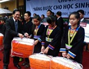 Hơn 12.000 tấm chăn ấm trao tặng học sinh vùng cao