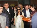 Đông đảo fans chào đón gia đình Kim Kardashian tại Armenia