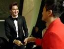 Ca sỹ Hàn dừng hát để... chào hỏi Lee Min Ho