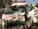 """Xe cấp cứu """"bắt khách"""", tông xe tải khiến 7 người trọng thương"""