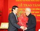 Đồng chí Đỗ Mười nhận huy hiệu 75 năm tuổi Đảng