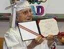 """Những học sinh tốt nghiệp Trung học """"muộn"""" nhất thế giới"""