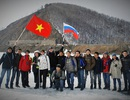 Thú vị chuyến đi bộ qua hồ sâu nhất thế giới của DHS Việt