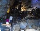 Hàng vạn người du xuân hang động trong dịp Tết Nguyên đán