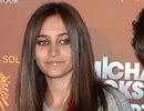 Con gái của Michael Jackson đi học ở trường của trẻ tự kỷ