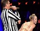 Sốc với màn trình diễn phản cảm của Miley Cyrus