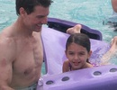 Tom Cruise đưa con gái cưng đi chơi Giáng sinh