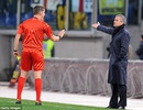 Chelsea đụng độ Basel: Mourinho chưa đá đã lo trọng tài