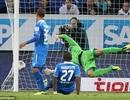 """Leverkusen """"lên đỉnh"""" Bundesliga nhờ bàn thắng ma"""