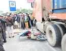 Một phụ nữ bị xe đầu kéo cuốn tử vong trên đường đi công tác