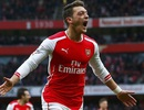 Mesut Ozil tỏa sáng và cơn đau đầu của Wenger