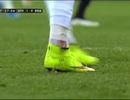 Cố kiếm phạt đền, C.Ronaldo suýt vỡ mắt cá chân