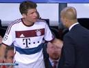 """Muller """"bật tanh tách"""" Guardiola ngay trên sân"""