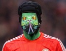 Petr Cech bị đốt áo, dọa giết sau khi rời Chelsea