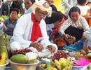 Hàng nghìn người đổ về khai hội Tháp Bà Ponagar Nha Trang