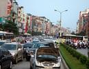 Hàng vạn người về nghỉ lễ, đường Hà Nội ùn tắc kéo dài