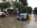 Hà Nội: Lao qua biển nước, hàng loạt xe chết máy