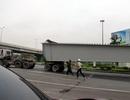 Hà Nội: Dầm cầu vượt nặng hàng chục tấn lao thẳng xuống đường
