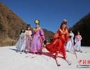 """Hàng loạt """"Võ Tắc Thiên"""" xuất hiện làm xao động cả khu trượt tuyết"""