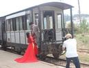 Du khách thích thú với ga xe lửa cổ nhất Việt Nam