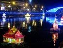 """Ngắm những chiếc đèn nước """"khoe"""" vẻ đẹp lung linh trên dòng Nguyệt Giang"""