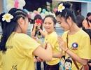 Nữ sinh Lào xúng xính váy áo chơi Tết Bunpimay trên đất Việt