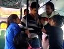 """Ấn Độ: 2 chị em gái đánh """"yêu râu xanh"""" trên xe buýt"""