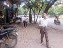 """Hà Nội: Hai quận """"tị"""" nhau về việc để xe trên vỉa hè Phố Huế"""