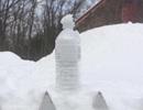 Kiếm lời từ dịch vụ bán tuyết mùa bão