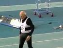 Cụ ông 95 tuổi lập kỷ lục thế giới chạy 200m trong nhà
