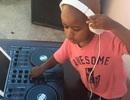 Chàng DJ còn... đóng bỉm gây bão tại Nam Phi
