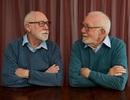 Kinh ngạc trước hai người đàn ông xa lạ giống nhau như hai giọt nước