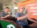 Cụ ông 82 tuổi chơi tàu lượn liền 8 tiếng