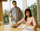 Kiếm nhiều tiền hơn chồng, vợ vẫn bị coi thường