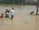 Chìm đò, hơn 10 người rơi xuống vùng nước ngập