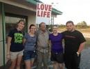 Đi bộ xuyên nước Mỹ để truyền thông điệp yêu thương