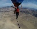Đi trên dây ở độ cao hơn 1.200 mét không dùng thiết bị bảo hộ