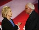 """Bà Hillary Clinton """"ghi điểm"""" trước các đối thủ đảng Dân chủ"""