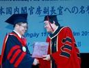 Trao bằng Tiến sĩ danh dự tới Phó Chánh Văn phòng Nội các Nhật Bản