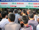 Hàng nghìn CĐV xứ Nghệ chen nhau để mua vé vào sân Vinh