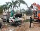 Hiện trường đổ nát vụ xe cẩu húc cổng nhà văn hóa huyện