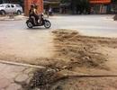 """Hà Nội: Ngán ngẩm những con đường sau một đêm bỗng trở nên """"lở loét"""""""