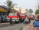 Phim trường cháy dữ dội, hàng trăm lính cứu hỏa vào cuộc