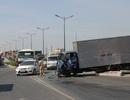Liên tiếp tai nạn, giao thông cầu vượt thép hỗn loạn